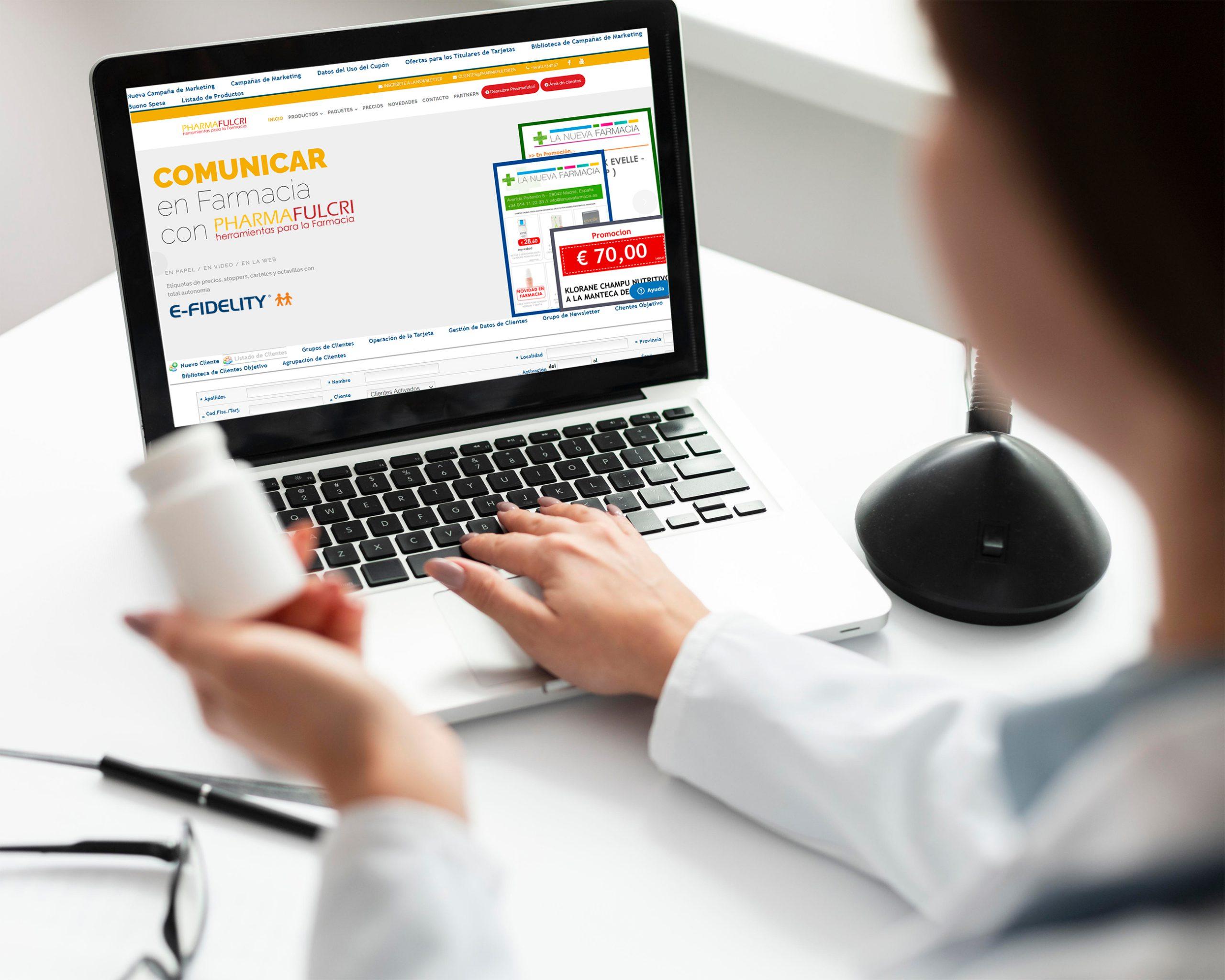 fulcri-marketing-y-comunicacion-para-farmacias-farmacéutica-en-ordenador